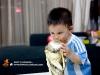 卡卡穿上阿根廷的球衣亲吻大力神杯